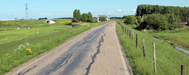 Gerepareerd Asfalt op Dijkweg